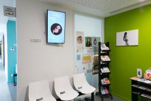 Outils de communication et d'information en salle d'attente médicale