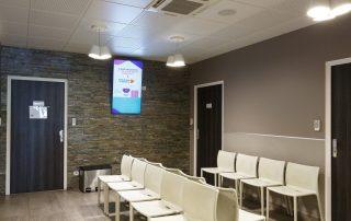 écran en salle d'attente